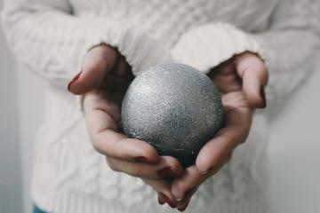 Homemade Christmas gift ideas that you can DIY at home, even if you aren't a craft genius. These ideas can be super cheap and help you stay on budget with your Christmas gifts. Great ideas for gifts for mum, for friends, for family and for kids. #Christmas #HomemadeChristmasGifts #HomemadeGiftIdeas #ChristmasGiftIdeas #DIYChristmasGifts
