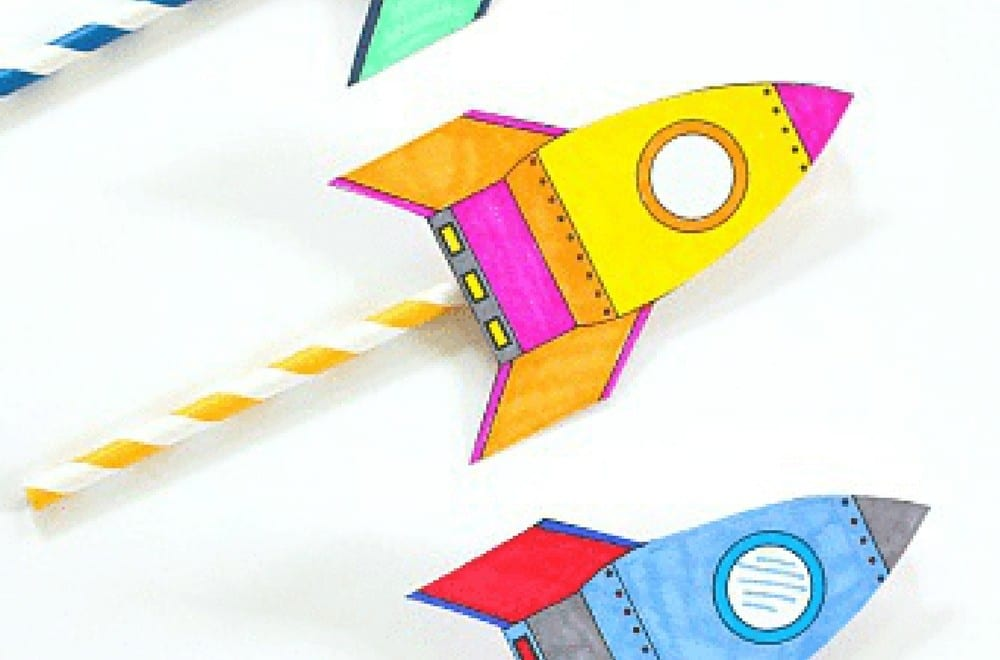 STEM Activity for Kids: How to make rockets fly. This is a roundup of fun ideas for science lessons, home play ideas or outdoor play activity #STEM #OutdoorPlay #KidsActivites #ScienceforKids
