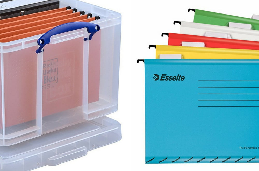 This is a great storage hack idea for kids' school memories. Everything you need to make school memory box for your kids. How to organize kids school papers, artwork and mementoes plus memory box ideas and memory box supplies that you need to put together a school keepsake box, including free downloadable printable labels. #BackToSchool #School #Organization #OrganizationTips #OrganizationIdeas