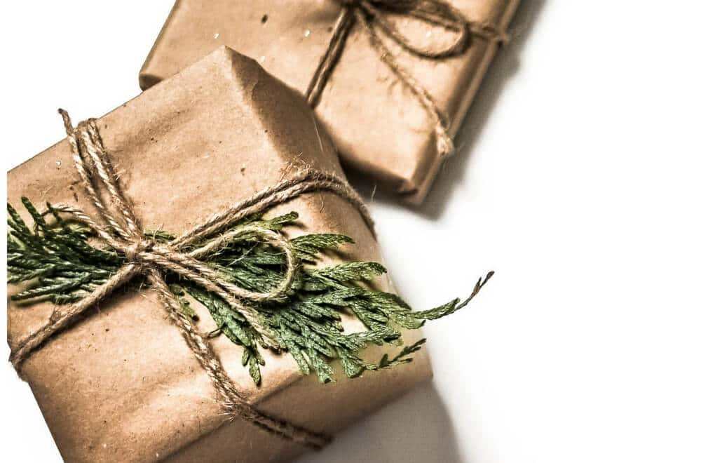 This is a list I've put together of 11 zero waste Christmas ideas that lead you through some of the different ways you can work out how to have a zero waste Christmas with your family this year. There are eco-friendly ideas for zero waste and single-use plastic free Christmas decorations - including for the tree - gift ideas, zero waste Christmas gift wrap ideas and more. #ZeroWaste #Ecofriendly #GreenLiving #Christmas #Christmas2018 #ChristmasIdeas #SingleUsePlastic #PlasticFree #plasticfreetuesday #breakfreefromplastic #ecotips