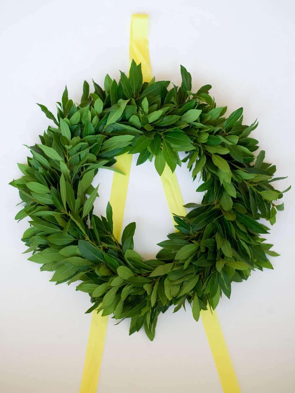 Easy Christmas wreath tutorial on Craftsy (1)
