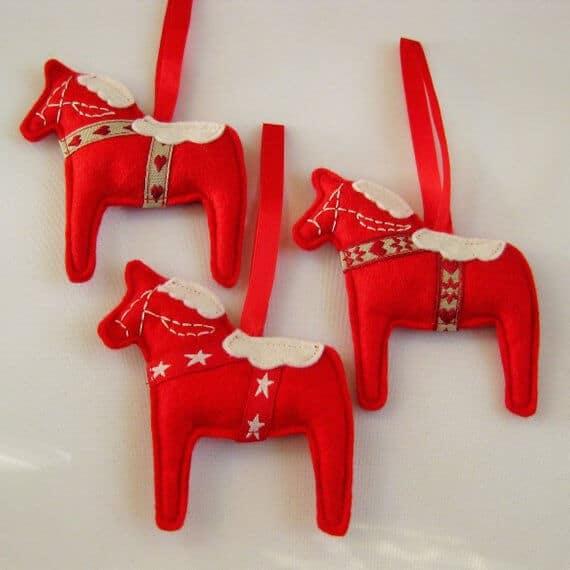 Etsy Scandinavian https---www.etsy.com-uk-listing-557086446-scandinavian-felt-dala-horse-christmas