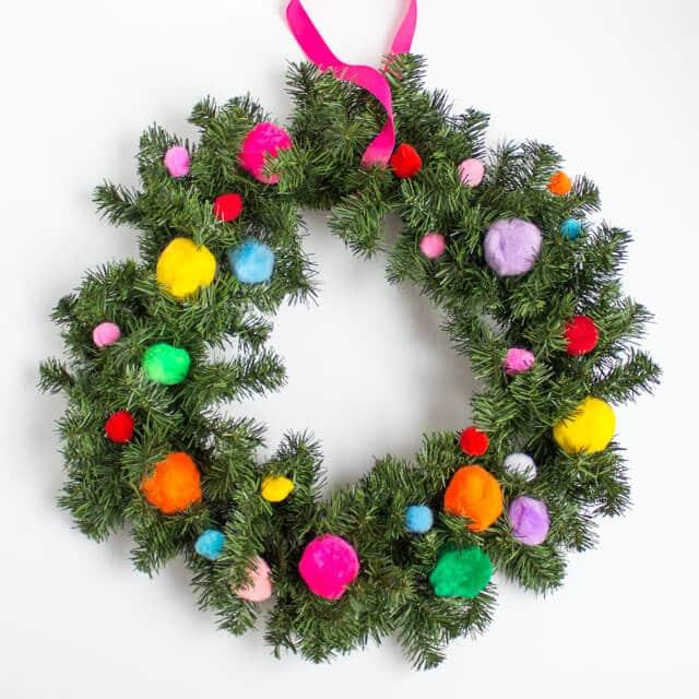 five-minute-pom-pom-christmas-wreath-2