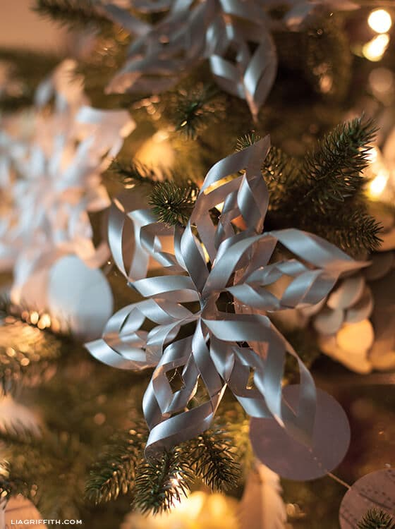 Simple Christmas decoration tutorial, how to make paper snowflake Christmas decorations