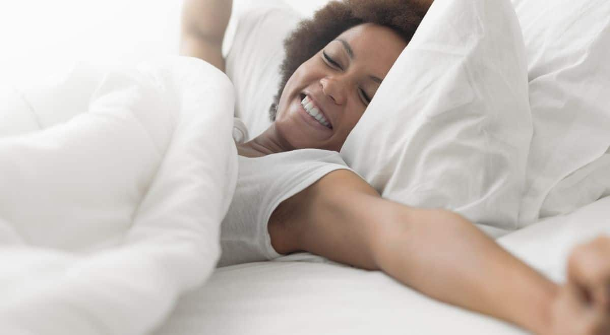 HOW TO CREATE A MORNING ROUTINE, easy morning habits, how to create a morning routine, woman waking up in morning in bed