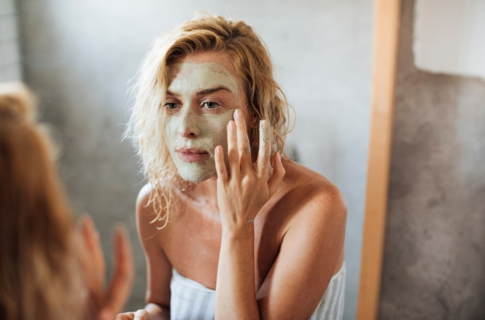 ME TIME IDEAS TO TEMPT YOU TO TAKE MORE TIME FOR YOURSELF, how to spend me time, make time for me, woman putting on beauty face mask at home