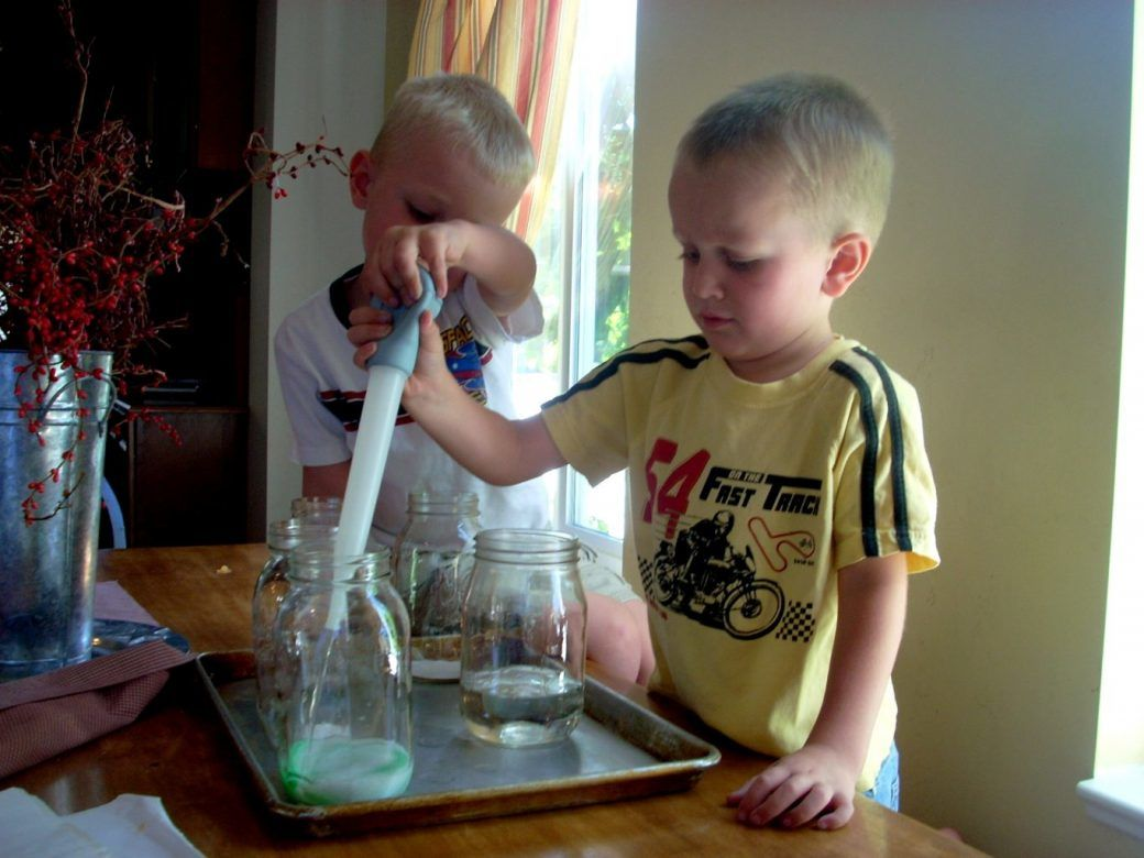 Experiments that go fizz ... science fun for kids