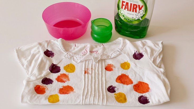 Step-by-step guide to getting paint out of kids' clothes, simple tips for removing kids' paint from clothes and school uniform, great tip for getting school paint out of kids' clothes. Use washing up liquid to get paint out of kids' clothes