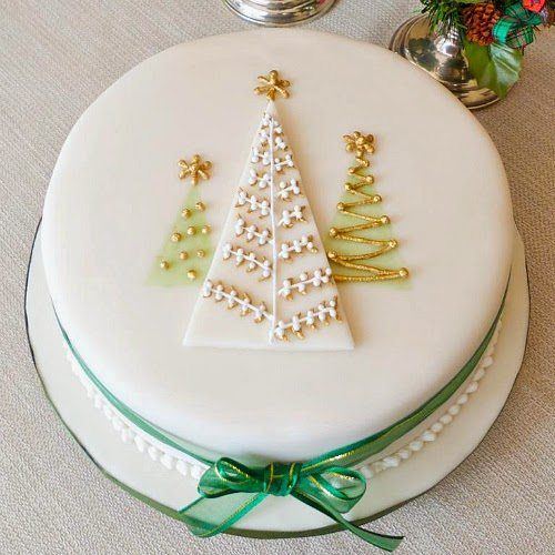Christmas Cake Decorating - Mums Make Lists